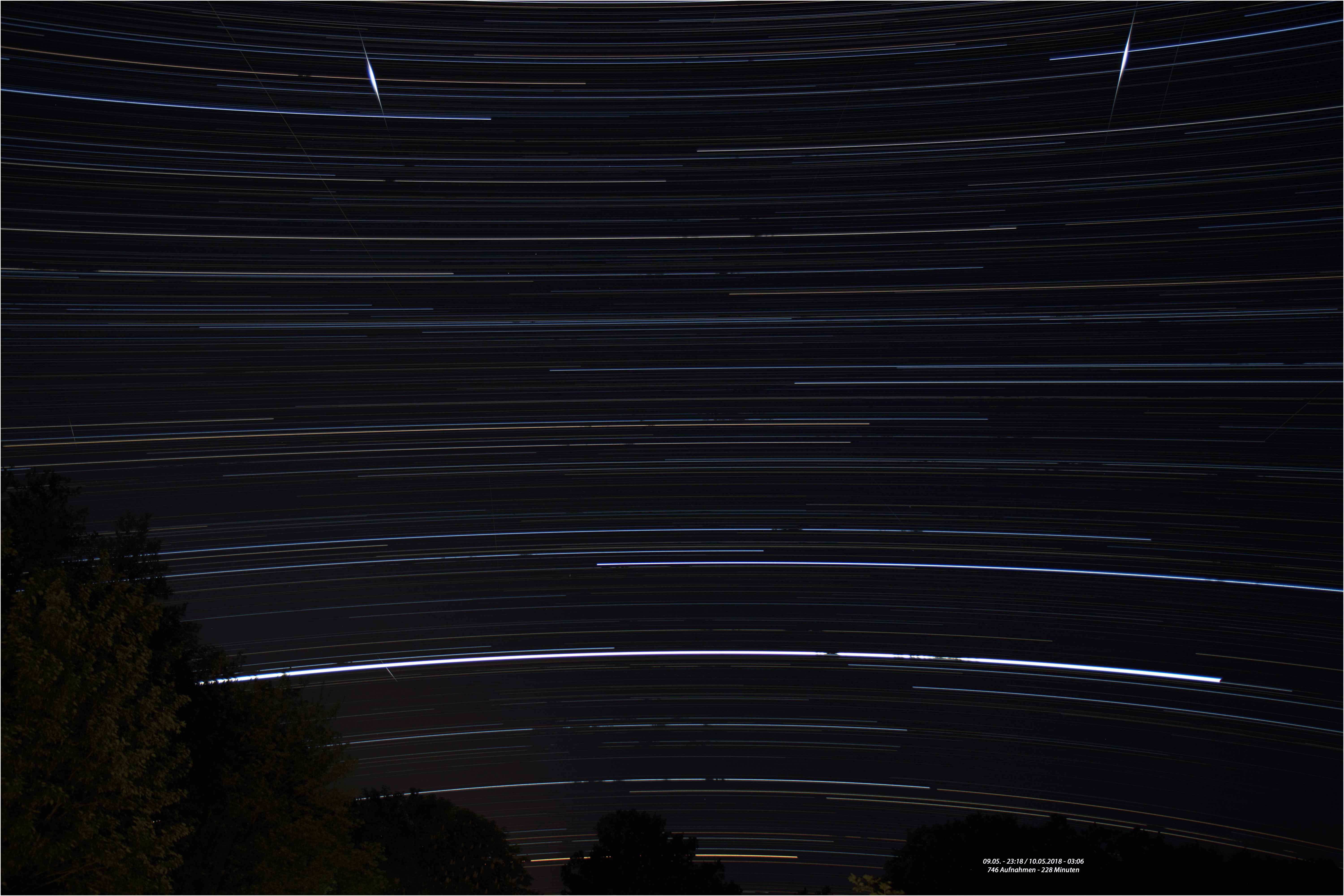 Startrails_10_05_2018_B_Text.jpg